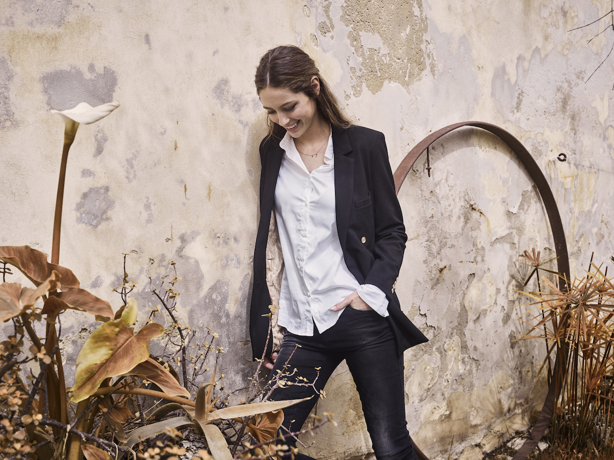 115200 115260 115720 – Jade Black Knitted Jeans  Tilda Shirt Emmie Black Blazer – Campaign