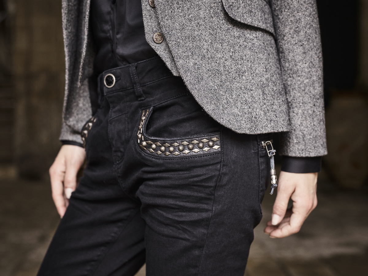115660 115010 115260 115020 – Marley Naomi Jeans  Dolce Blazer Tilda Shirt Dolce Waistcoat – Campaign1