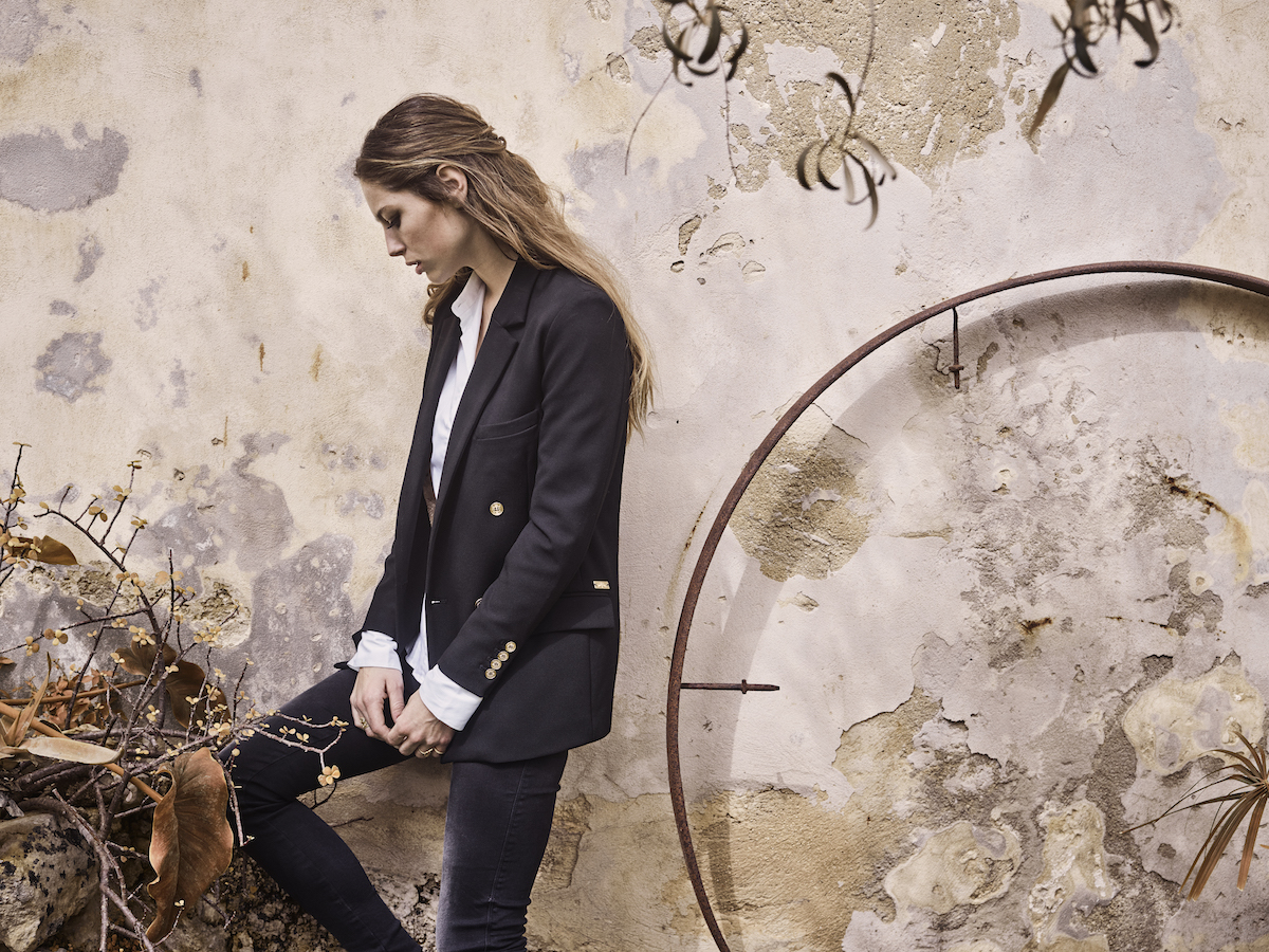 115200 115260 115720 – Jade Black Knitted Jeans  Tilda Shirt Emmie Black Blazer – Campaign1